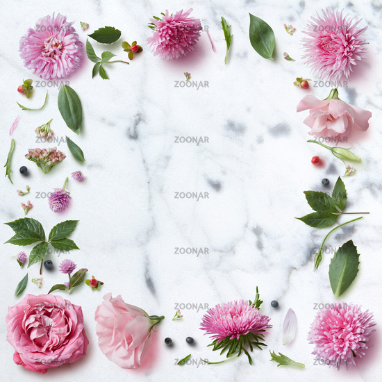 Seamless wallpaper pattern of pink flowers