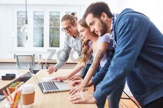 E-Learning Seminar  am Laptop Computer
