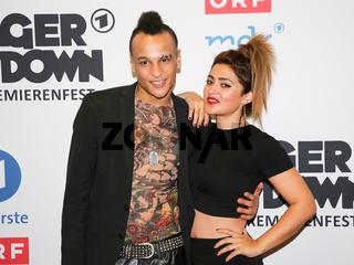 Sänger Prince Damien und Sängerin Maria Voskania auf dem Roten Teppich zur ARD TV-Show Schlager Countdown in Oldenburg am 25.03.2017
