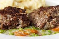 Bayerische hausgemachte Fleischpflanzerl mit Kartoffelpüree