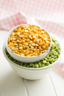 Green and yellow split peas.
