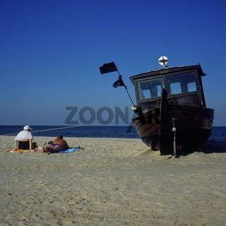 Badegaeste am Strand von Ahlbeck, Usedom
