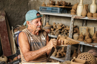 Cuban potter and his work
