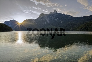 Alpsee, dahinter der Pilgerschrofen, 1759m, Hohenschwangau, Bayern, Deutschland, Europa