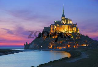 der abendliche Mont Saint- Michel