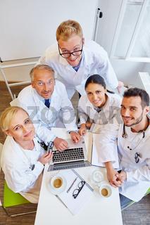 Gruppe Ärzte als erfolgreiches Team