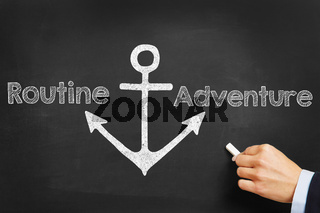 Hand schreibt Routine und Adventure an Tafel