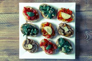 Bruschetta mit Bohnen und Rucola, Pilze, Ziegenkäse