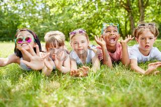Multikulturelle Kinder haben Spaß