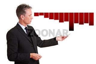 Geschäftsmann erklärt Verluste