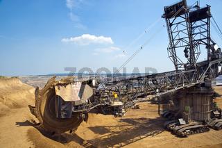 Schaufelradbagger am Tagebaurand
