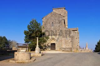 romanische Kirche in Gourdon Burgund, Frankreich - romanesque Gourdon church in Burgundy, France