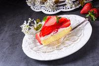 Strawberry-cream-cake