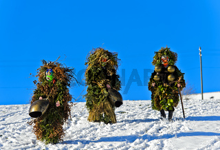 Wüeschte Silvesterkläuse ziehen am Alten Silvester von Haus zu Haus,Urnäsch, Schweiz