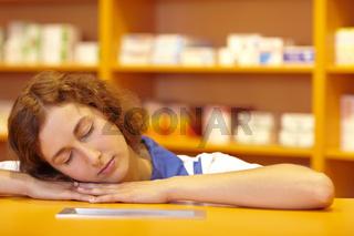 Schlafende Apothekerin