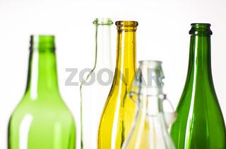 leere farbige Flaschen