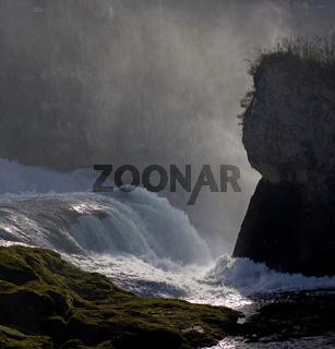 Felsen am Rheinfall in Neuhausen bei Schaffhausen, Schweiz