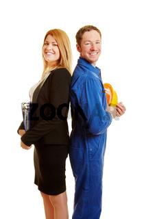 Geschäftsfrau und Bauarbeiter als Team