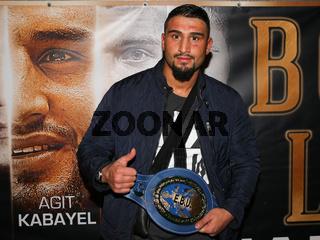 Schwergewichts Boxer  Agit Kabayel (SES-Boxing, Essen) mit Gürtel bei der SES Boxgala am 04.02.2017  im Maritim-Hotel Magdeburg