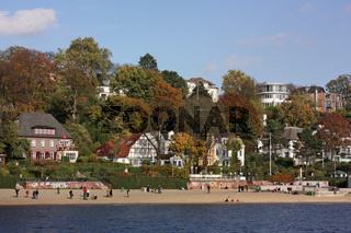 Hamburg-Övelgönne von der Elbe aus gesehen