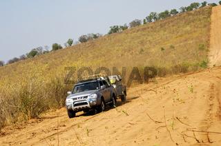 Sandpiste durch das Chobe Waldreservat, Botswana