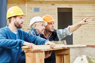 Team Handwerker beim Neubau