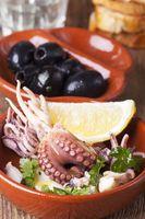 Nahaufnahme von Tapas mit Meeresfrüchten