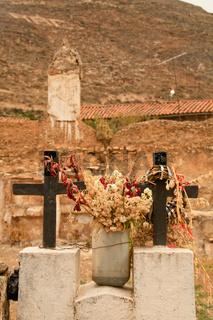 Kreuze auf Friedhof