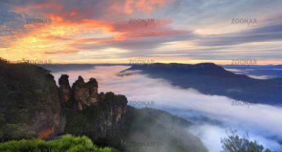 Sunrise Queen Elizabeth Lookout Three Sisters Blue Mountains