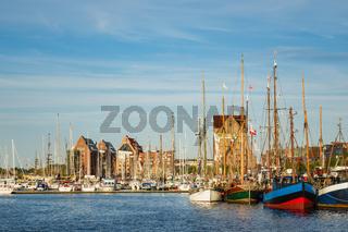 Segelschiffe im Stadthafen auf der Hanse Sail in Rostock