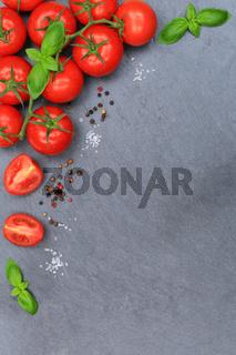 Tomaten Tomate rot Gemüse hochkant Schiefertafel Textfreiraum von oben
