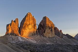 Drei Zinnen im Abendlicht, Dolomiten, Sexten, Provinz SŸdtirol, Region Trentino-SŸdtirol, Italien, Europa