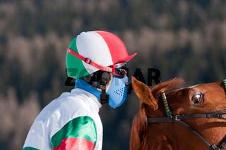 Jockey mit wildem Pferd