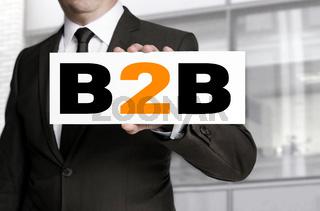 B2b Schild wird von Geschäftsmann gehalten Konzept