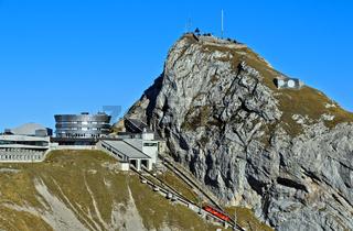 Bergstation Kulm der Pilatusbahn, Hotel Bellevue und Gipfel Esel, Pilatus Massiv, Luzern, Schweiz