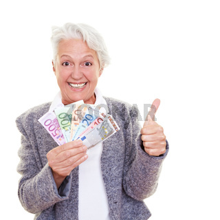 Seniorin mit Geldfächer