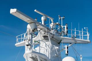 Radar antenna on the mast of a cruise ship