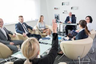 Geschäftsleute diskutieren über die Strategie Planung