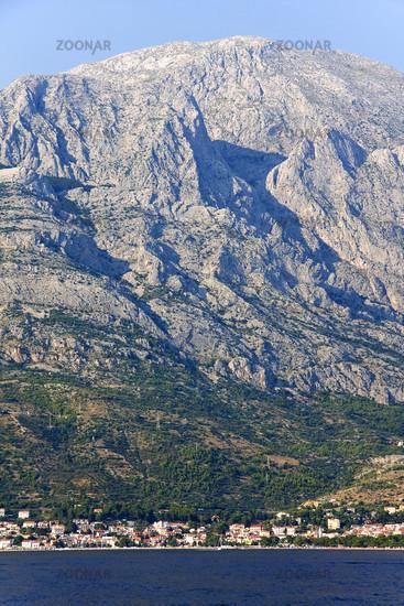 Fernsicht über das Mittelmeer auf Baska Voda