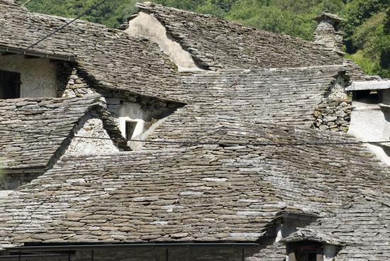 Steindächer von Lavertezzo in Tessin, Schweiz