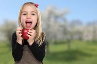 Apfel essen Kind Mädchen Obst grün Früchte gesunde Ernährung