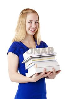 Junge, hübsche, blonde Studentin hält Bücher und lacht glücklich