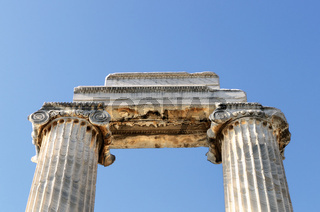 Säulen blue