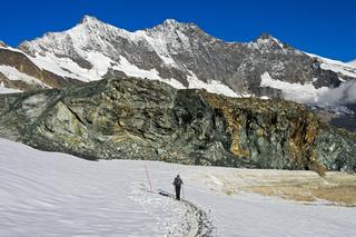 Wander auf dem  Gletscher-Trail Felskinn-Mattmark, Saas-Fee, Wallis, Schweiz