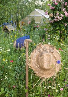 Strohut im Garten