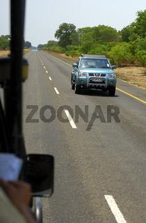 Fernverkehrsstrasse A33 durch den Chobe Nationalpark