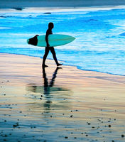 Woman goint to surf, silhouette