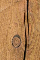 Grain in the wood with knotted hole and cracks