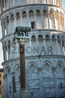 Der schiefe Turm und seine römische Wölfin