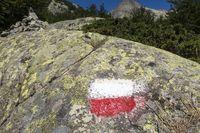 Markierung auf einem Felsen